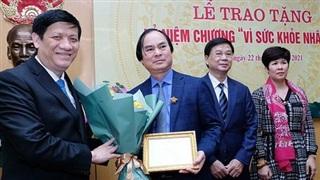 Trao Kỷ niệm chương 'Vì sức khoẻ nhân dân' cho nhiều đồng chí thuộc các Ban Xây dựng Đảng của Trung ương