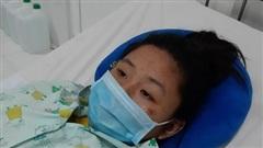 Mẹ khóc nghẹn vì hai con gái suy thận không còn tiền chạy chữa