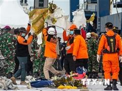 Vụ máy bay rơi tại Indonesia: Tưởng niệm các nạn nhân trên biển