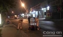 Xe máy xẹt lửa sau va chạm với xe đầu kéo, thanh niên tử nạn