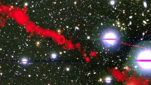 Bắt được tín hiệu vô tuyến từ 2 'quái vật' lớn gấp 62 lần Dải Ngân Hà