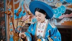 'Cô nàng thời tiết' Đồng Thu ngọt ngào với trang phục truyền thống