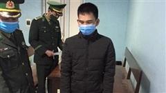 Bắt đối tượng trốn trên xe tải nhập cảnh trái phép vào Việt Nam
