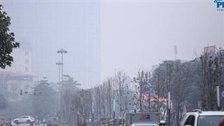 Chùm ảnh: Hà Nội bất đắc dĩ hóa 'Sapa thu nhỏ' vì sương mù giăng kín lối