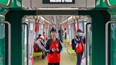 Gần 1.000 người dân Thủ đô tham quanđoàn tàu đường sắt đô thị Nhổn - Ga Hà Nội