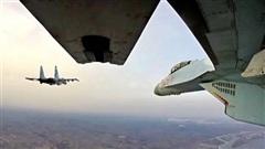 Nga tăng cường ném bom miền Trung, kéo quân lên Bắc Syria