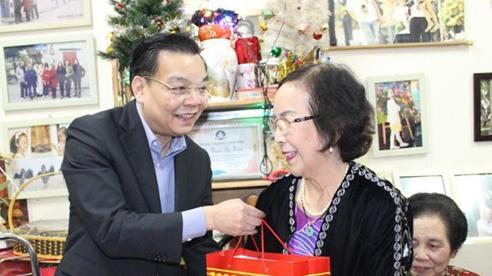 Hà Nội chăm lo Tết cho người có công, hộ nghèo