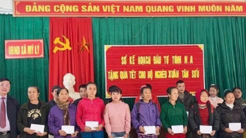 Nghệ An: Tặng quà Tết gia đình chính sách và hộ nghèo