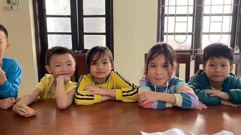 5 học sinh tiểu học đến công an trình báo nhặt được 3 phong bì có số tiền lớn