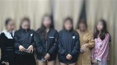 Kiểm tra nhà nghỉ lúc nửa đêm phát hiện 22 nam nữ dương tính ma túy