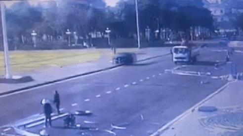 CLIP: Người đàn ông 2 lần lái xe gây tai nạn kinh hoàng