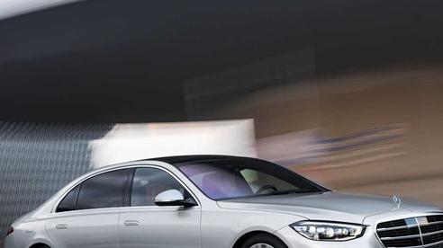 Vừa mở bán S-Class đời mới, Mercedes-Benz đã phải xin lỗi giới nhà giàu vì lý do sau