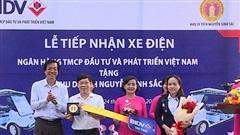 BIDV tặng xe điện, phục vụ tham quan Khu di tích Nguyễn Sinh Sắc