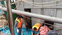 Cứu tàu cá cùng thuyền viên bị nạn trên biển Nghệ An