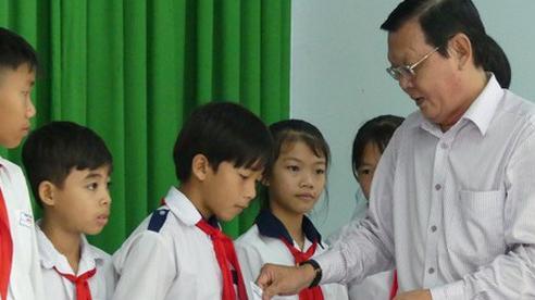 Báo SGGP tặng học bổng cho 100 học sinh nghèo, khó khăn ở huyện Tân Biên