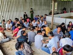 Đắk Lắk: Bắt 47 đối tượng đánh bạc trá hình bằng cá cược bia, thuốc lá