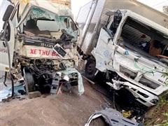 Quảng Ninh: Xe tải va chạm với xe đầu kéo, 6 người bị thương