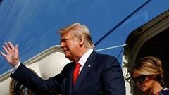 'Về hưu' vẫn chưa yên, ông Trump nhận lời nhắn từ người bí ẩn