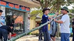 Dựng cây nêu, 3 thanh niên bị điện giật thương vong