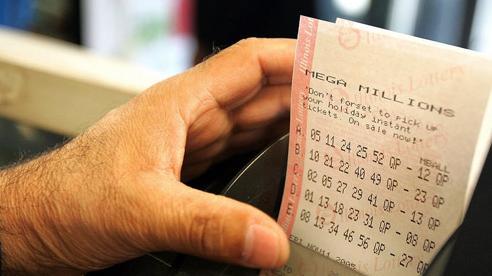 Vừa bị bạn gái 'đá' không thương tiếc, anh chàng 'đen tình đỏ bạc' phát hiện trúng số 93 tỷ đồng