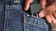 Mượn quần bạn mặc thấy có 11 triệu đồng nên chiếm giữ