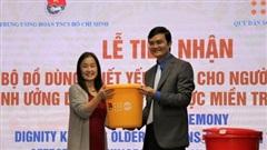 Hơn 3.700 bộ đồ dùng thiết yếu hỗ trợ người cao tuổi các tỉnh bị lũ lụt miền Trung