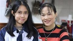 Cô giáo nuôi học sinh đoạt giải Olympic quốc tế nhận bằng khen của Bộ trưởng