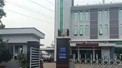 Khách hàng sợ bị phạt oan khi đi ô tô đến làm việc với điện lực Thuận An