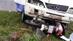 Ô tô cuốn xe máy vào gầm, 1 phụ nữ tử vong