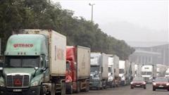 Hàng nghìn xe container chở hàng bị mắc kẹt ở cửa khẩu Kim Thành - Lào Cai