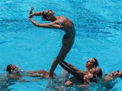 Giải đấu loại Olympic của môn bơi nghệ thuật phải tạm hoãn vì COVID-19