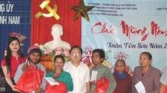Tặng quà Tết các gia đình chính sách, hộ nghèo tại tỉnh Khánh Hòa