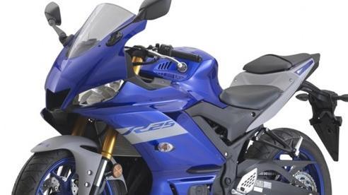 Yamaha R25 2021 tại Malaysia được bổ sung thêm màu và thay tem