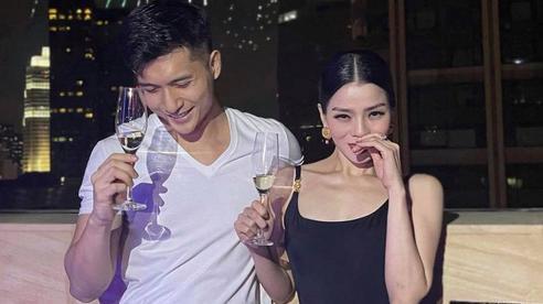 Kbiz có Hyun Bin, Vbiz có cặp Lệ Quyên - Lâm Bảo Châu công khai ảnh thân mật để 'mở bát' năm mới 2021