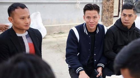 Trọng Hoàng, Quế Ngọc Hải co ro vì lạnh khi đi ăn cưới Tiến Dũng - Khánh Linh