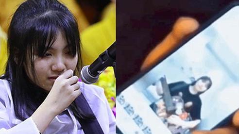 Clip tiếng hát con gái Vân Quang Long vang lên trong tang lễ ở Mỹ và lời tiễn biệt khiến dàn sao bật khóc nức nở