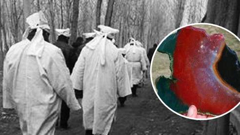 76 dân làng chết trong vòng 6 năm sau khi đào được phiến đá màu máu đỏ, chân tướng kinh hoàng bại lộ sau một vụ hỏa hoạn
