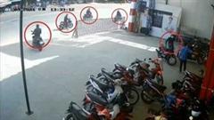 Nhóm thanh niên dàn cảnh trộm 2 xe máy trước mặt bảo vệ