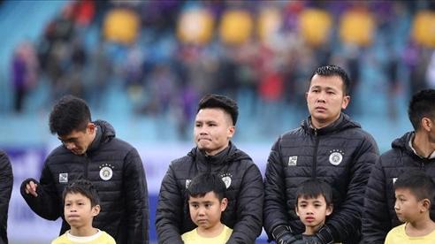 BTC Siêu Cúp Quốc gia 2020 bị chỉ trích vì để các em nhỏ ăn mặc phong phanh ra sân giữa thời tiết 10 độ C