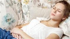 3 cô gái bị suy buồng trứng, đáng tiếc nguyên nhân là do 1 thói quen ban đêm, phụ nữ không muốn bị vô sinh thì phải bỏ ngay