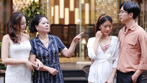 Biếu mẹ chồng chiếc áo ấm nhưng bị móc mỉa 'đồ rẻ tiền cũng cho, không bằng 1 phần dâu hờ', chị vợ liền tiết lộ thông tin khiến bà sốc không đứng vững