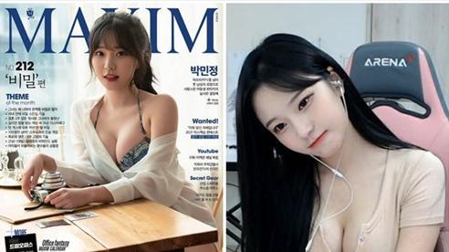 Vừa được lên bìa tạp chí, nữ streamer xinh đẹp gây sốc với khoảnh khắc tự 'nắn bóp' vòng một và bộ phận nhạy cảm trên sóng
