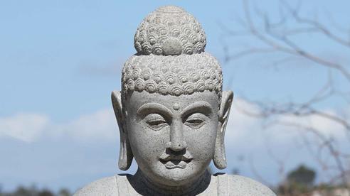 Nằm ngủ 1 giấc, tỉnh dậy thương nhân mất cả xe vải, quan phủ cho bắt tượng Phật và hồi kết đáng ngẫm