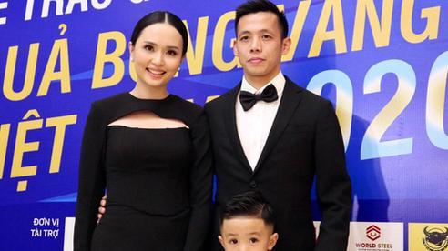 Ca sĩ khách mời Phạm Anh Khoa gặp sự cố hài hước trong tiệc mừng Văn Quyết giành Quả bóng vàng 2020