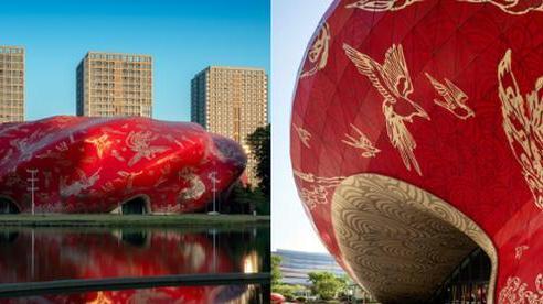 Công trình kiến trúc 'xấu nhất Trung Quốc' khiến dân mạng cười mệt: Vừa loè loẹt gây nhức mắt lại u ám hệt như 'lối vào cõi âm'