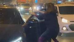 Phốt căng: Vợ đi xe máy chặn đầu xe 'Mẹc' của bạn thân cướp chồng mình để đánh ghen và cái kết tê tái