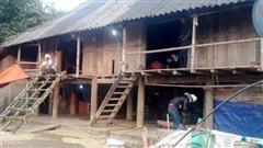 Vụ nghịch tử giết bố mẹ, đâm trọng thương em trai rồi tự sát ở Lai Châu: Thấy con vung dao, bố quỳ xuống van xin nhưng vẫn bị đâm chết