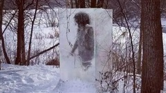 Người thượng cổ bị mắc kẹt trong tảng băng to tướng ngay giữa công viên khiến 'cõi mạng' dậy sóng, dân địa phương hoang mang