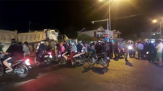 KINH HOÀNG: Xe đầu kéo cuốn xe máy vào gầm, lôi thi thể nạn nhân đi gần 60km!
