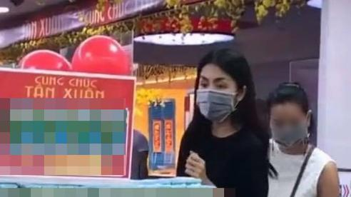 Khoảnh khắc bị quay lén làm lộ diện mạo thật ngoài đời của Tăng Thanh Hà, có còn xứng danh 'ngọc nữ' tuổi 34?